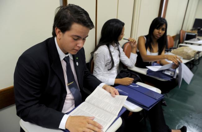 Mais de 80% dos servidores da Câmara têm especialização, mestrado ou doutorado