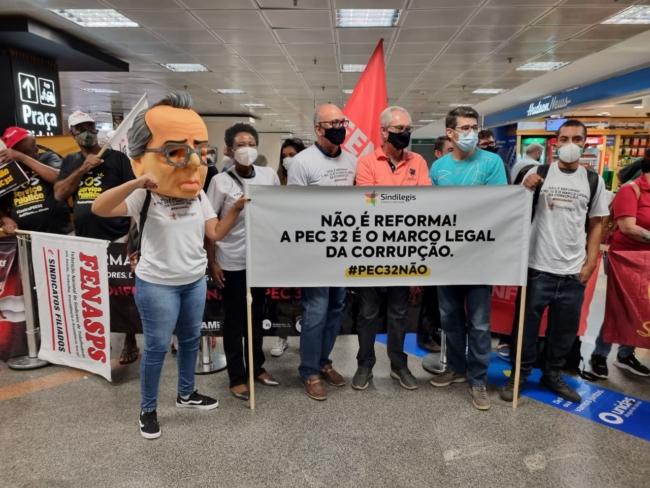 Sindilegis e entidades protestam contra Reforma Administrativa em recepção a parlamentares